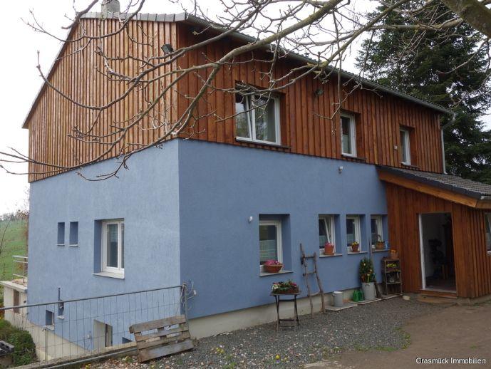 Aussiedlerhof mit viel Land, neu renoviertem Wohnhaus und großer Scheune mit Stallungen zu verkaufen