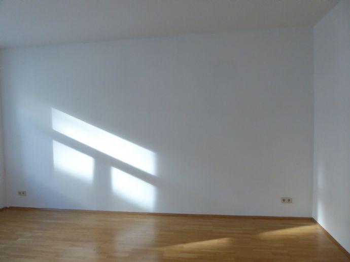 2-Raum-Wohnung in der Südvorstadt mit Parkett/Laminat, Wohnküche mit Einbauküche, Bad mit Dusche, Lift (Alfred-Kästner-Straße)