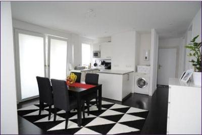wohnen im lebendigen bornheim helle und elegant m blierte. Black Bedroom Furniture Sets. Home Design Ideas