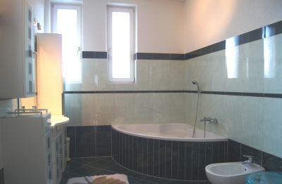 Tageslichtbad mit Wanne, Bidet, Dusche