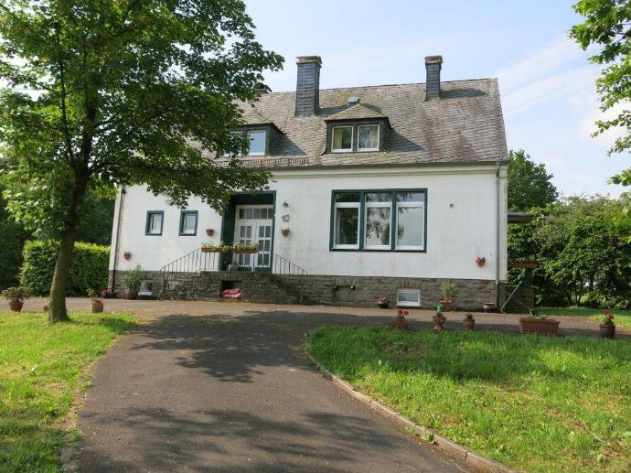 Landhaus im Grünen: ehemalige Schule mit 7 Schlafzimmer (B&B?) Wiese ...