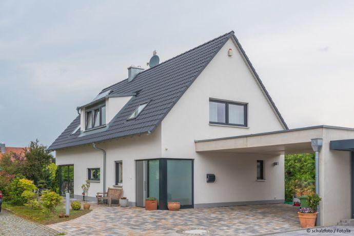 Gemütliches Einfamilienhaus mit Garten und Garage