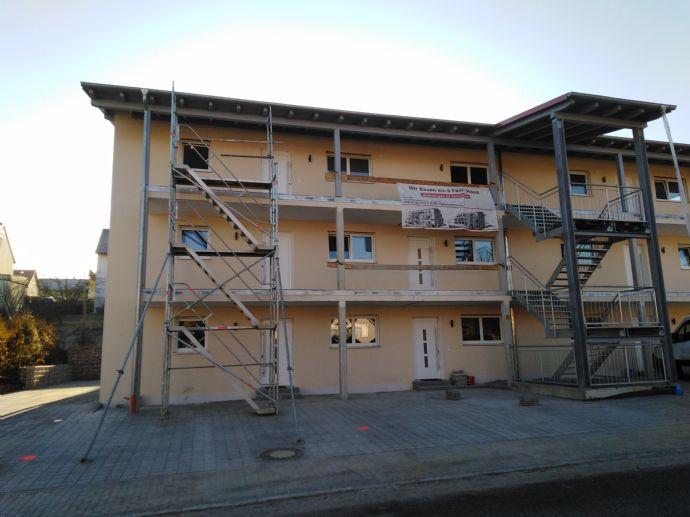Neubau - schöne 2-Zimmer-Wohnung im 1. OG mit Balkon, Carport, Kfz-Stellplatz und Keller
