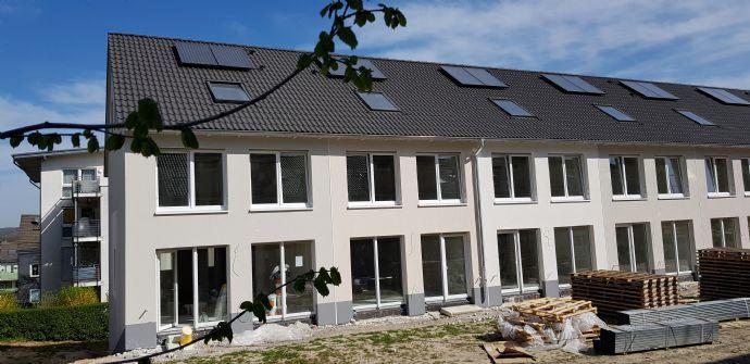 Schickes NEUBAU-Reihenhaus mit großzügigigem Grundriss und Doppelgarage zur Miete in Wuppertal-Langerfeld!