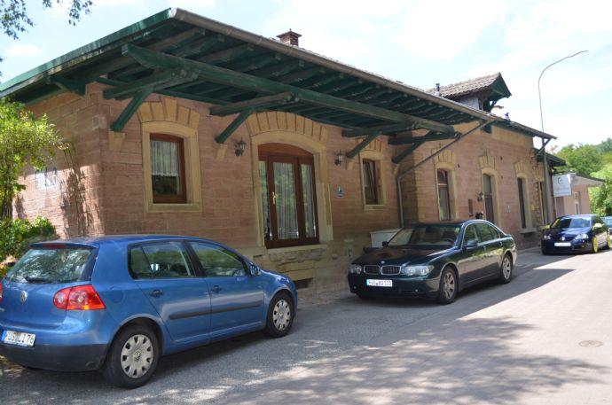 Ihre neue Wirkungsstätte? Bahnhof mit Wohnung und Bistro!!