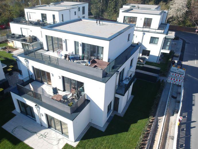 große 4-Zimmer-Wohnung 136m³ mit Terrasse und Garten in Zirndorf