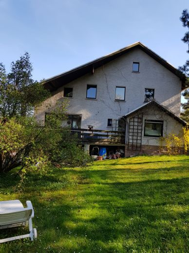 Großes Einfamilienhaus in ruhiger naturnaher Lage