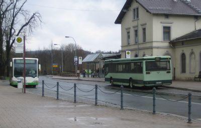 Bahnhof mit Haltestellen des ÖPNV