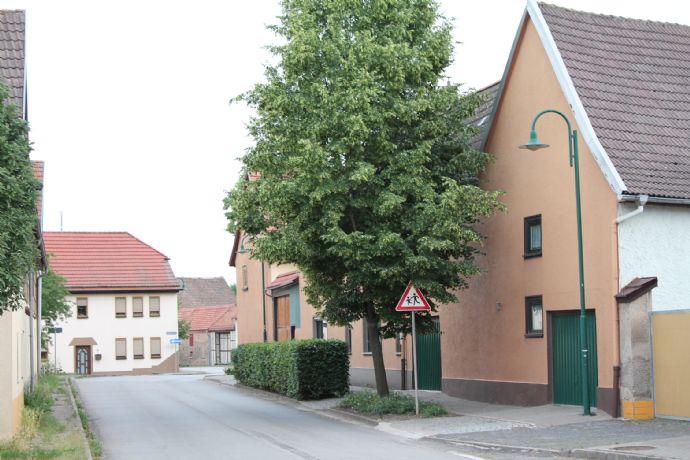 Zwei Häuser auf einem Grundstück mit Nebengelass in der Nähe von Erfurt