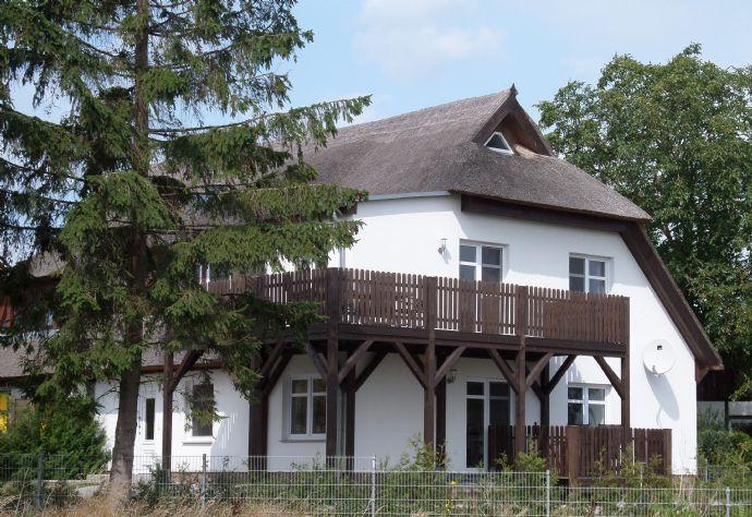 Schmuckes, komfort. Reetdachhaus mit 2 Ferienwohnungen ruhig im romantischen Fischerort, nahe Strand und Hafen