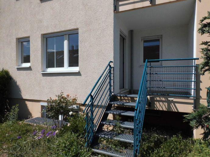 Wohnung mit großem Hobbyraum, Loggia und Gartenanteil in ruhiger Siedlung