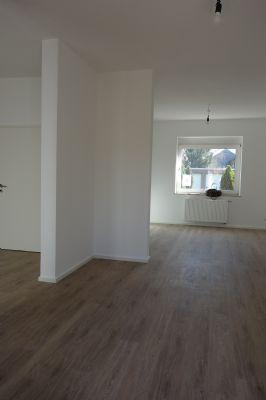 Wohnzimmer u. Küche gr. Haus