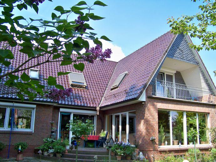 Kft. Wohnhaus in ruhiger Lage, voll unterkellert, Doppelcarport, sehr gute Ausstattung