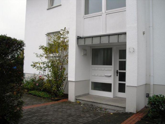 Perfekte Erdgeschosswohnung mit Terrasse und kleinem Garten zu vermieten!