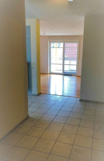 Attraktive 3 - Zimmerwohnung mit Balkon u. Carport