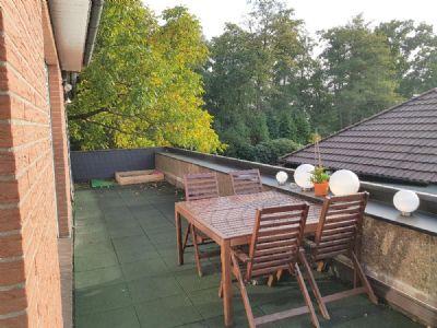 Komfortable, gut ausgebaute 4-Zimmerwohnung mit zwei Balkonen