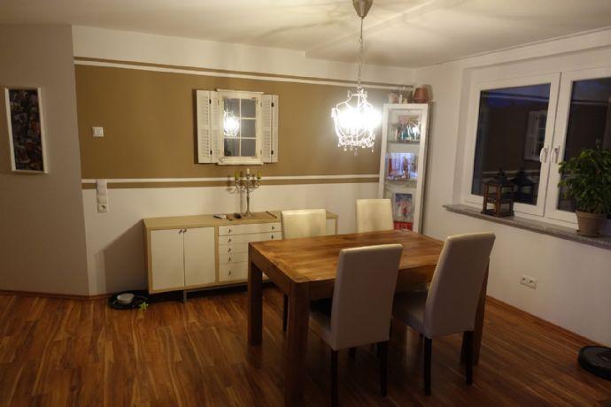 Hochwertig ausgestattete 3-Zi.-OG-Wohnung mit Balkon und PKW-Stellplatz