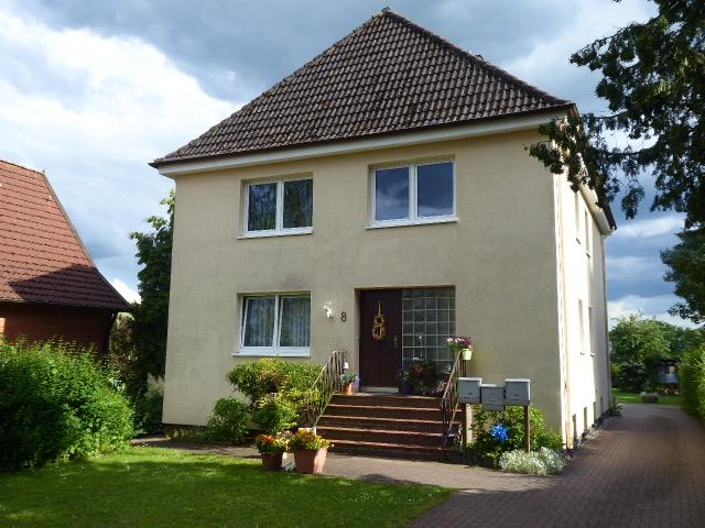 Kapitalanlage: Mehrfamilienhaus mit 3 Wohnungen und 3 Garagen in Wankendorf