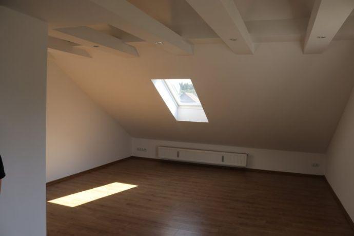 Taufkirchen 3-Zimmer-Dachgeschoßwohnung