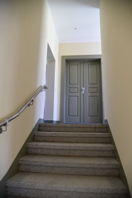 Treppenaufgang, Wohnungseingang