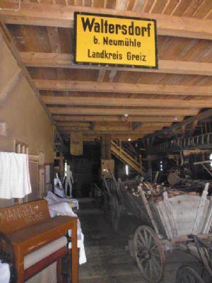 Landgeräte-Ausstellung im Scheunen-Boden