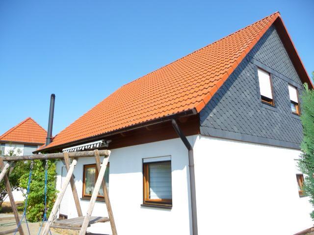 Einfamilienhaus mit sonnigem Grundstück, Garage und zwei Terrassen