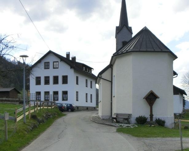 Stilvolles Mehrfamilienhaus in Ratholz mit 391 m² Wohnfläche
