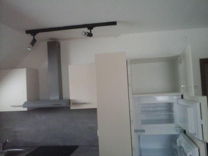 2-Raum-Wohnung mit EBK, Balkon und Bad mit Wanne zu vermieten