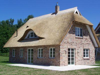 wir bauen ihr reetdachhaus haus trent 2buzw4g. Black Bedroom Furniture Sets. Home Design Ideas
