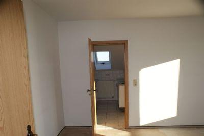 Wonzimmer mit Blick zur Küche DG-Wohnung