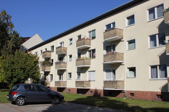 bezugsfreie Hochparterre-2-Zimmerwohnung mit Balkon