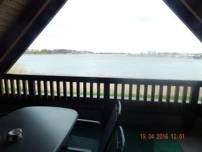 Balkon der großen WHG mit direktem Wasserblick