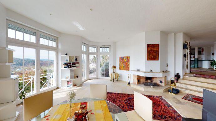 Mit See- und Alpensicht - Außergewöhnliche, repräsentative Villa im mediterranen Baustil