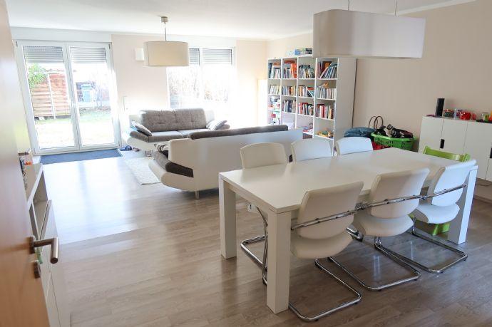 Modernes, großzügiges RMH mit Dachterasse inkl. 2 Stellplätzen in Heroldsberg SunnySide