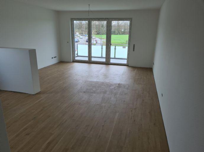 Erstbezug, helle 2 Zimmer Neubauwohnung im 1. Obergeschoss mit Balkon und Aufzug 76,36 qm