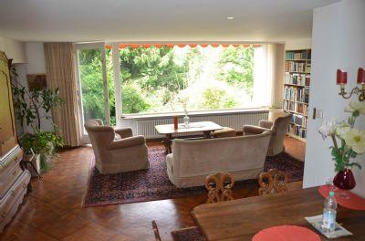 Wohn-Esszimmer mit Blick auf die Terasse