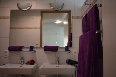 stadtnahe barrierefreie 2 zi eigentumswohnung mit pkw. Black Bedroom Furniture Sets. Home Design Ideas