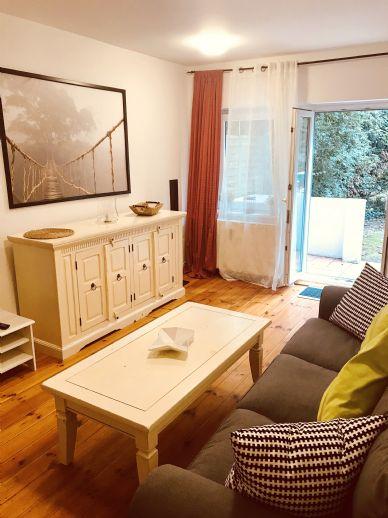 Komplett renovierte, möblierte 2 1/2 Zimmer- Wohnung. mit Balkon/Terrasse/ Gartenanteil