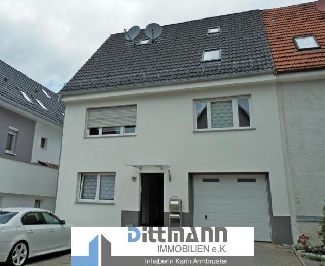 Schöne Doppelhaushälfte mit Terrasse, Balkon und Garage in Truchtelfingen