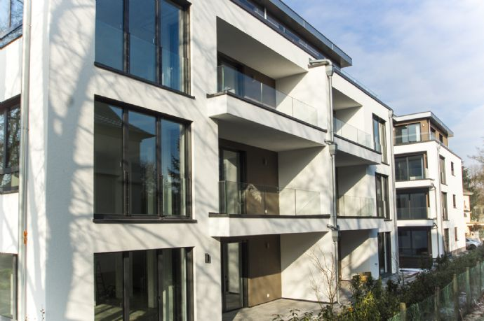 SAARLOUIS/STADTNAH - EXKLUSIV UND BARRIEREFREI MIT CA. 102 m² WOHNFLÄCHE IM EG - EXKLUSIVE EINBAUKÜC
