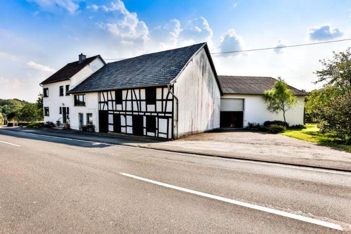 Geräumiges und großzügiges Wohnhaus mit Scheune, Garage, Garten und Innenhof!