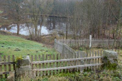 Grundstück mit angrenzendem Weiher