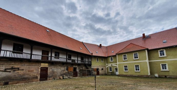 Vierseitenhof - Mehrgenerationen- oder Zweifamilienhaus mit