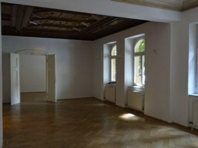 Stilvoller Arbeitsbereich mit 50 m²