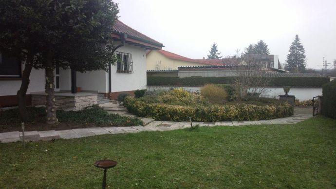 Fast wie im eigenen Haus: Große 5,5 Zimmer-Wohnung mit Terrasse im Grünen mit guter Verkehrsanbindung