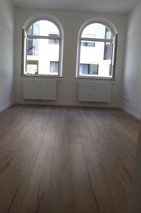Sehr schöne helle und hochwertig renovierte 2-Zimmer Wohnung in Nürnberg