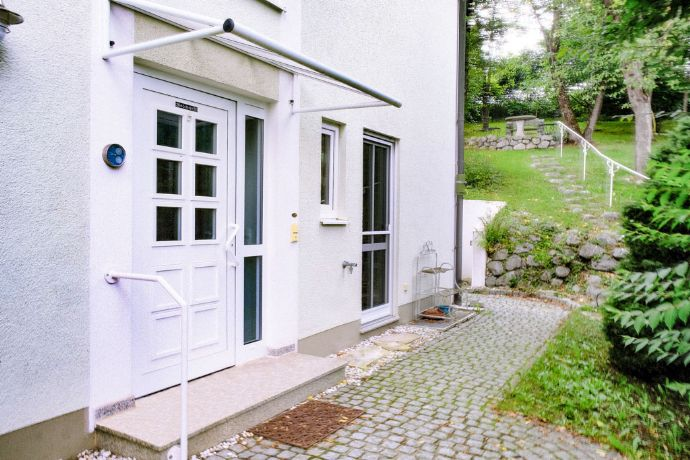 S-Bahn Nähe Doppelhaushälfte im Grünen