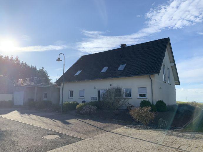Gepflegtes Zweifamilienhaus mit herrlicher Aussicht in ruhiger Ortsrandlage von Pellingen