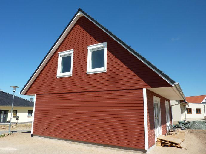 Modernes Holzhaus mit Solartechnik