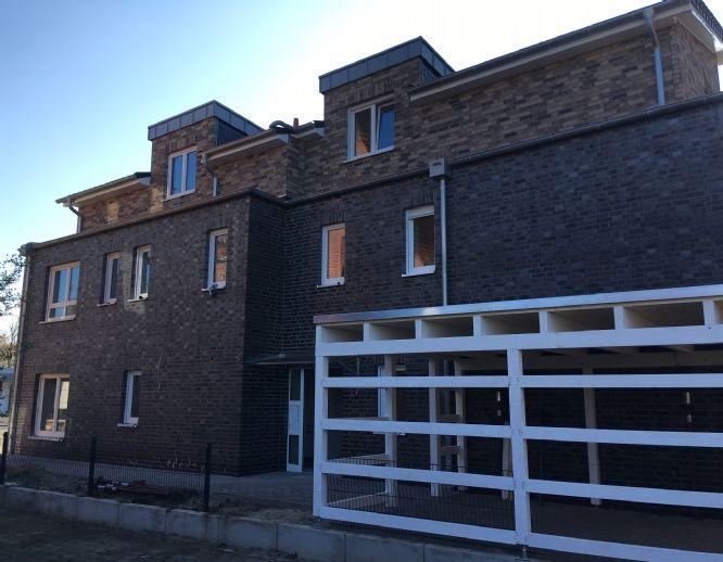 Sonnige Penthouse Wohnung in einem Fünf Parteien Haus